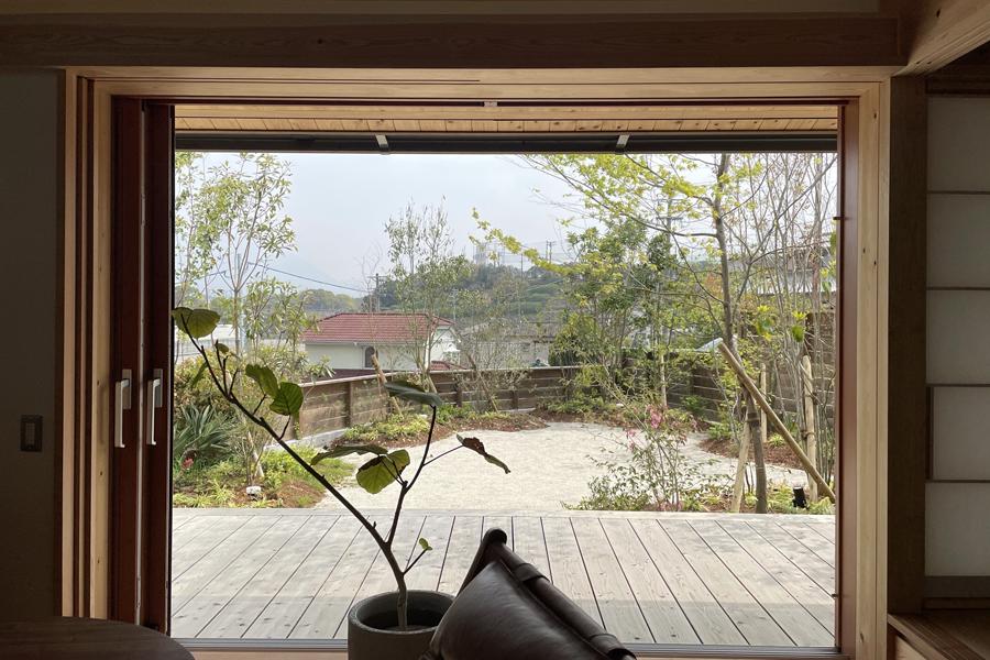window-wooddeck