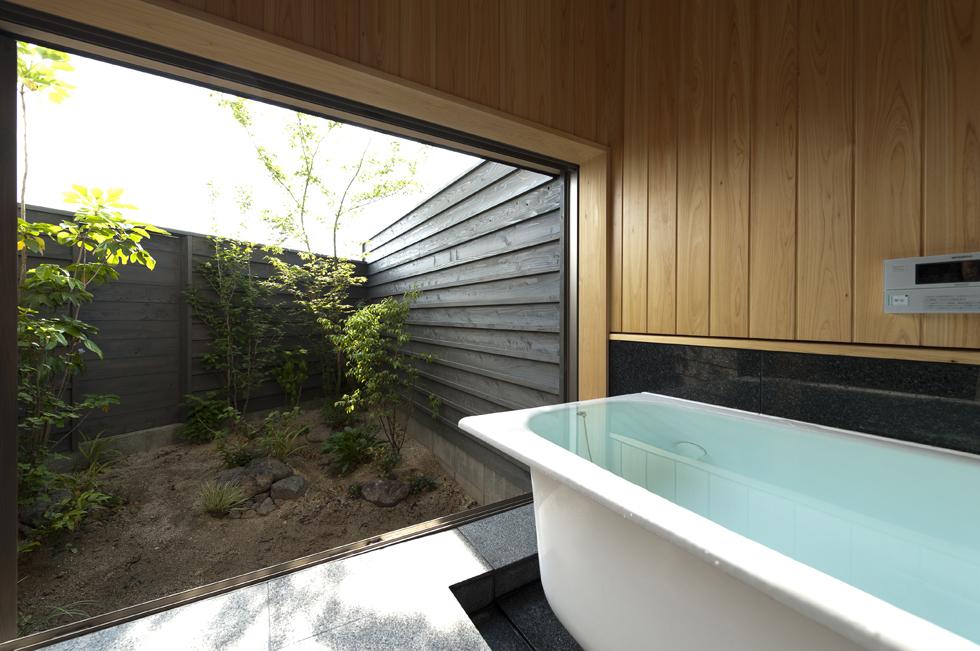 うきはの家 半露天の浴室