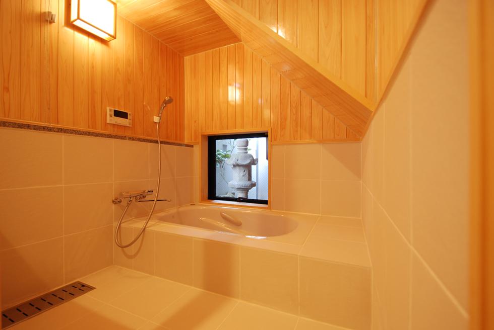 ゆるりとくらす家 桧の浴室